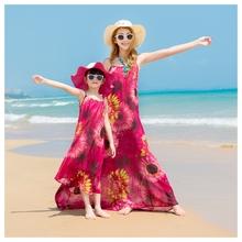 夏 新wo亲子装母女ia裙女童海边度假长裙子波西米亚沙滩裙