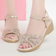 2坡跟wo鞋女202ki新式中跟平底舒适一字扣防滑露趾粗跟网纱女