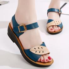 夏季妈wq凉鞋平底防yu40-50-60岁中老年老舒适坡跟时装凉鞋女